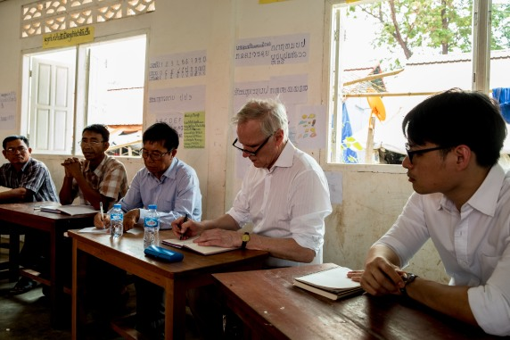 The Special Rapporteur meets with community members at a temporary camp in Attapeu.