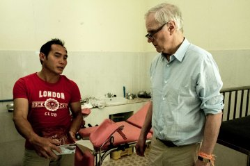The Special Rapporteur visiting a medical center in Houaphanh. © Bassam Khawaja 2018
