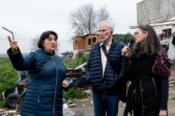 The Special Rapporteur visits Cañada Real. © Bassam Khawaja 2020
